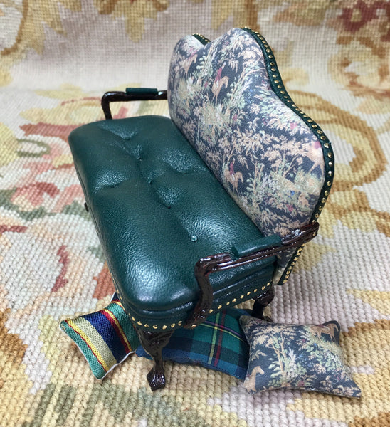 Sofa Seat Couch Lounge Divan Settee Hunt with Pillows 1:12 Dollhouse Miniature