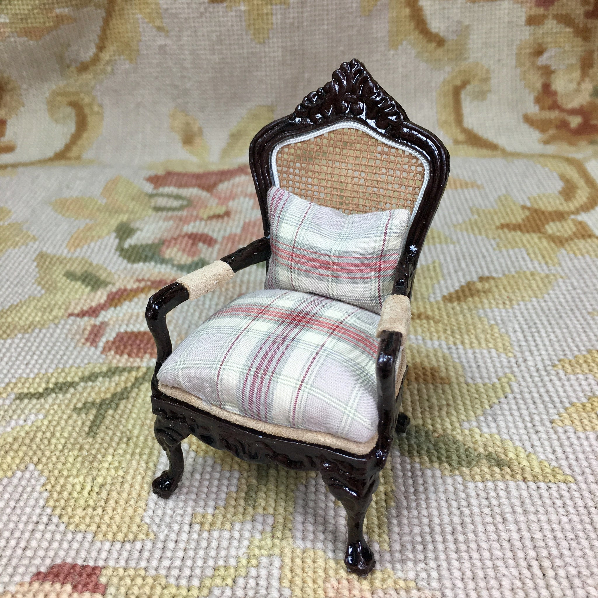 Chair Seat with Pillow 1:12 Dollhouse Miniature