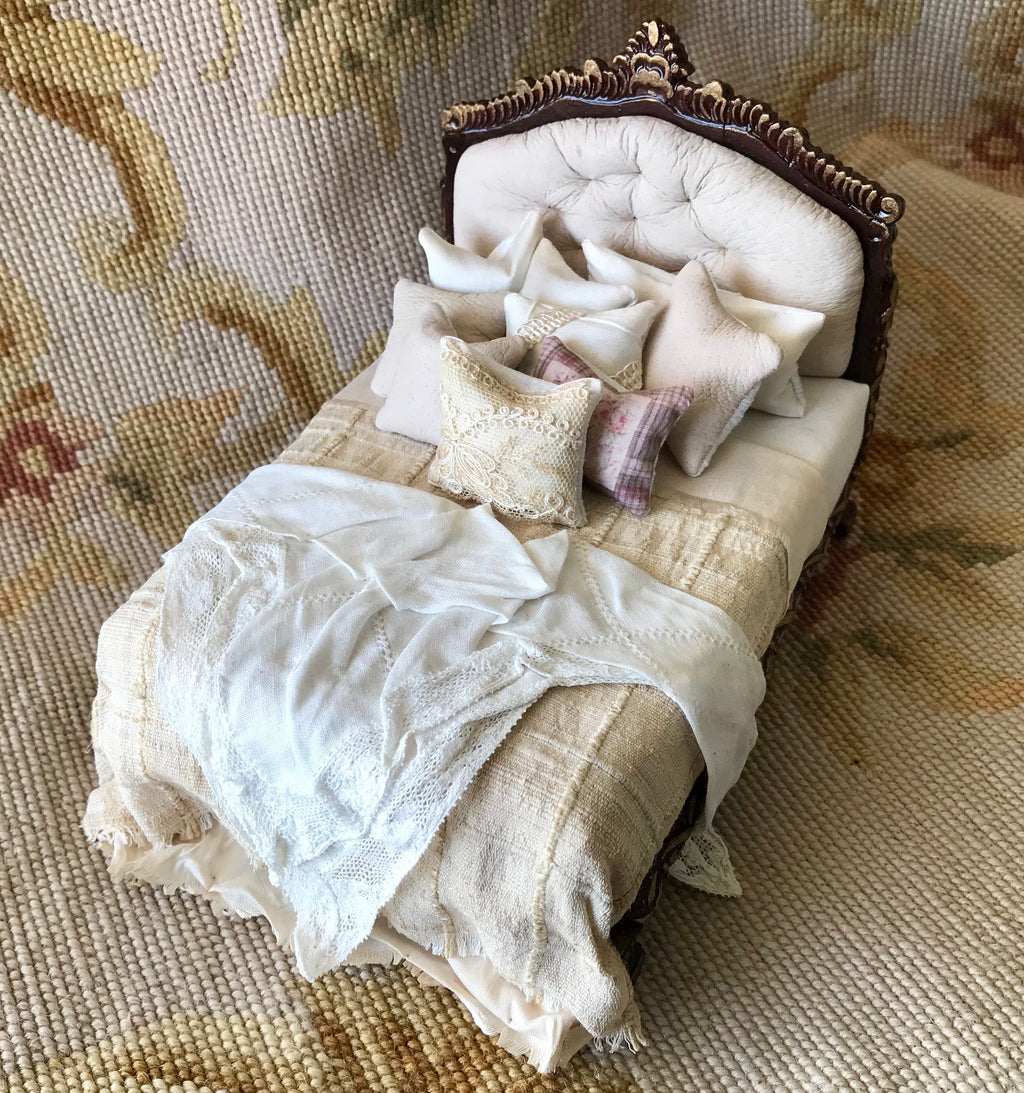 Bed with Drape Pillows Dressed 1:12 Scale Dollhouse Miniature