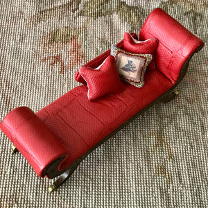 Bespaq Sofa Couch Chaise Lounge Divan Settee Leather with Pillows 1:12 Dollhouse Miniature