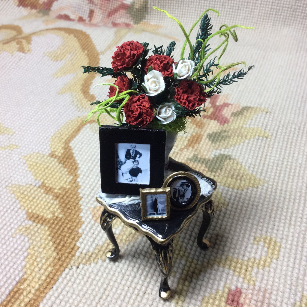 Bespaq Table Stand Dressed with Floral Arrangement 1:12 Dollhouse Miniature