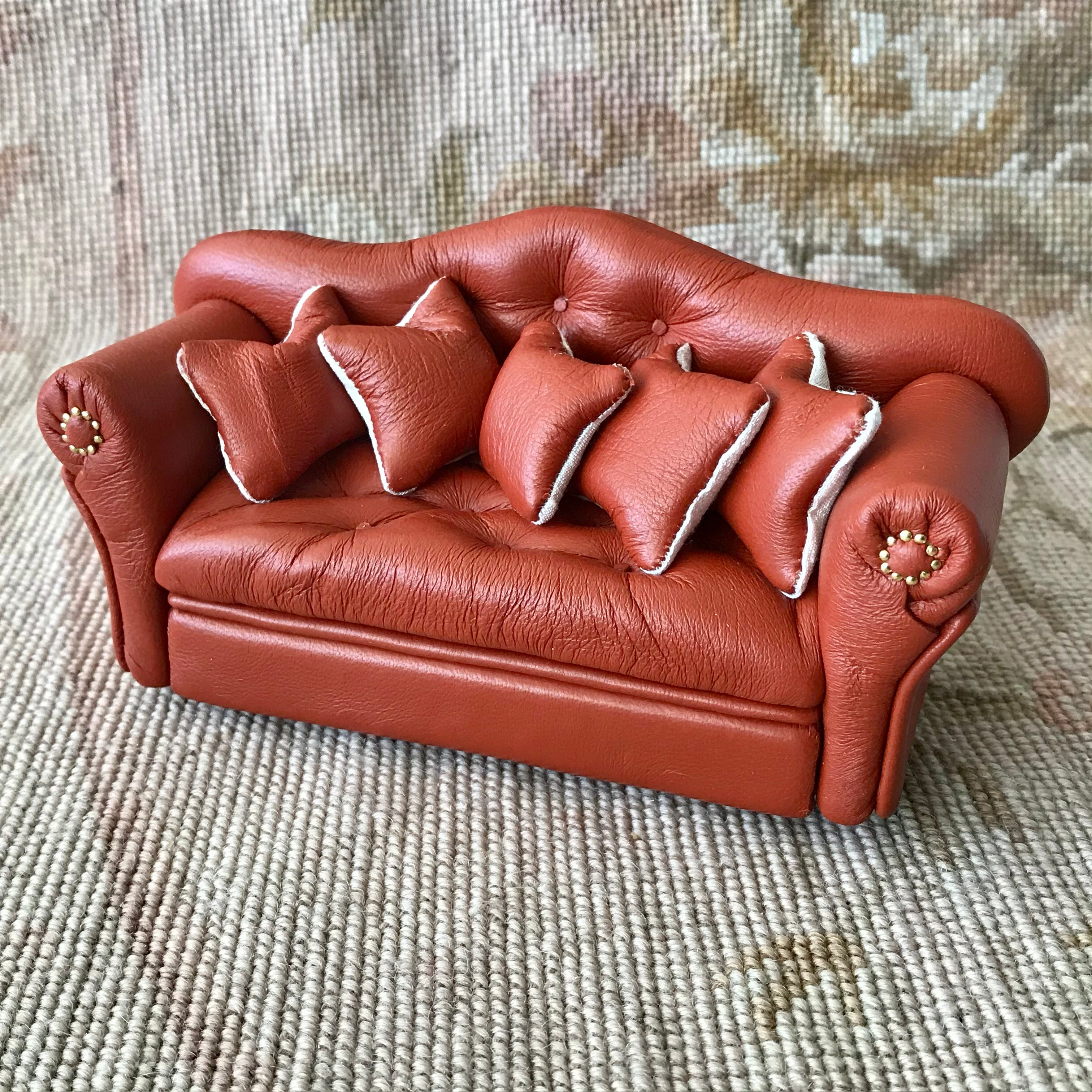 Sofa Couch Lounge Divan Settee  Leather with Pillows 1:12 Dollhouse Miniature