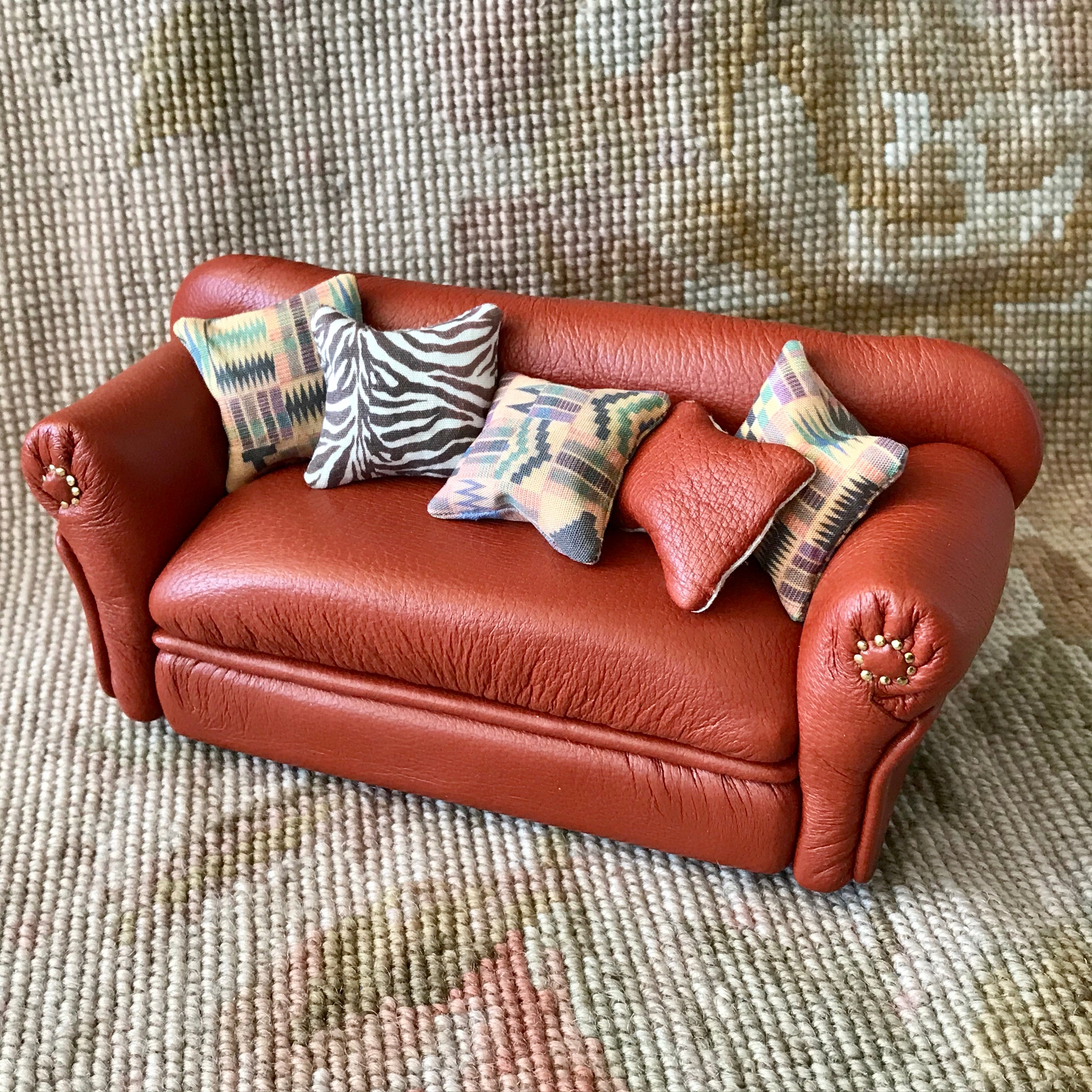 Sofa Couch Lounge Divan Settee Cinnamon Brown Leather with Pillows