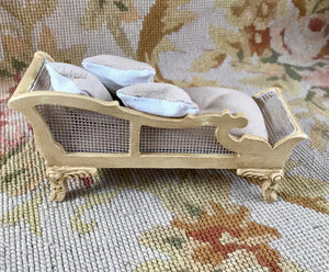 Sofa Seat Couch Chaise Lounge Divan Settee Leather with Pillows 1:12 Scale Dollhouse Miniature