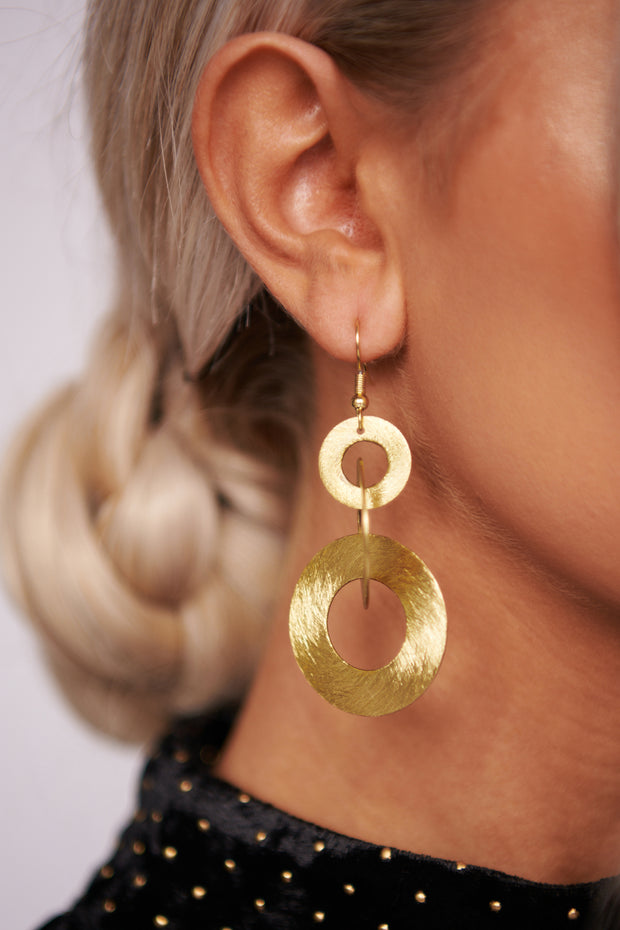 Keep Up Dangle Earrings (Antique Gold)