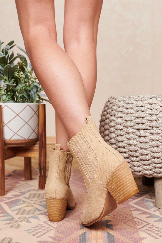 Give Me A Sign Western Snake Skin Booties (Oat)