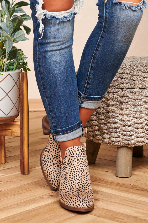 Walk On The Wild Side Cheetah Print Booties (Cheetah Beige)