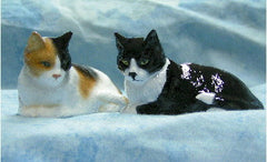 Hevener Collectible Pair of Miniature Cat Figurines (2 figurines, your choice of color)