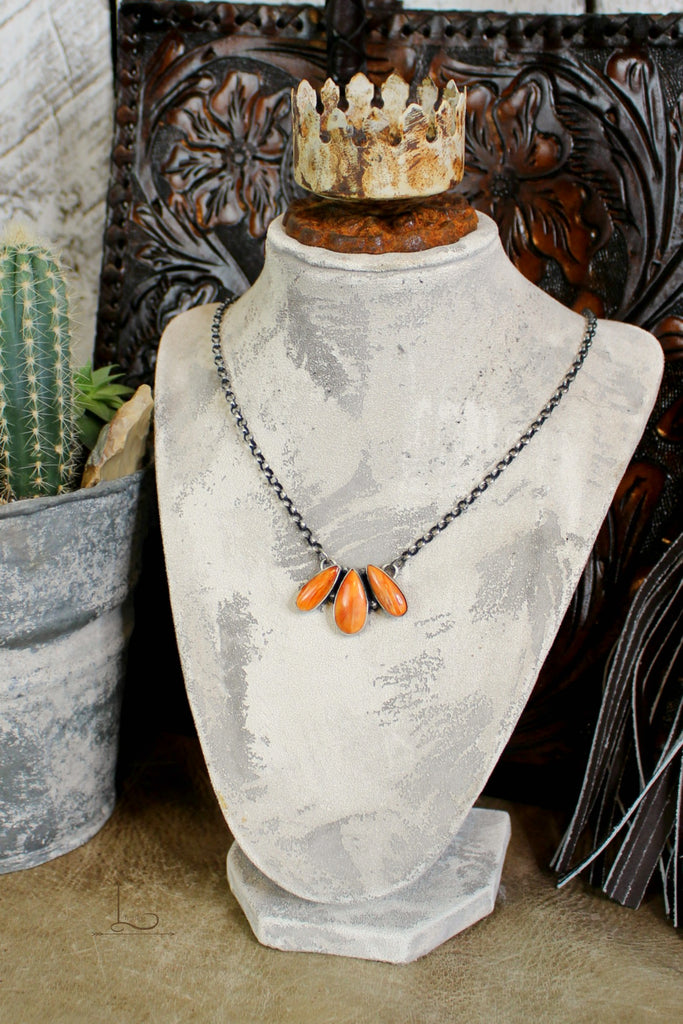 Tres Spiny Oyster Necklace