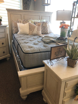 High Country Queen Panel Bed