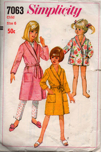Simplicity 7063 girls robe