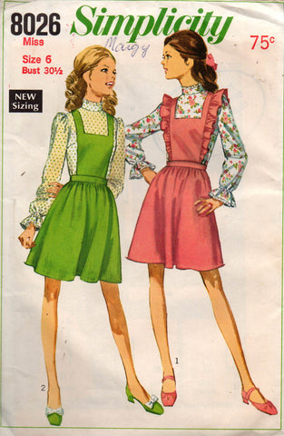 simplicity 8026 60s blouse and pinafore