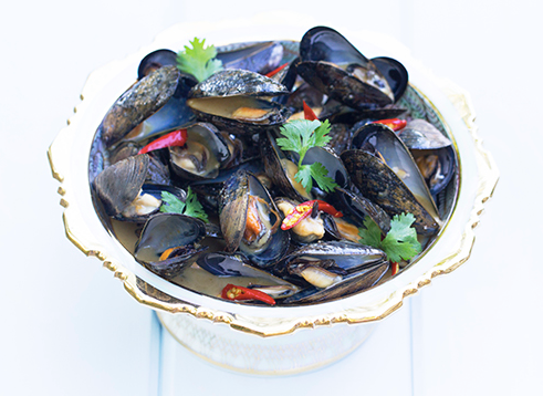 Steamed Mussels with Green Curry