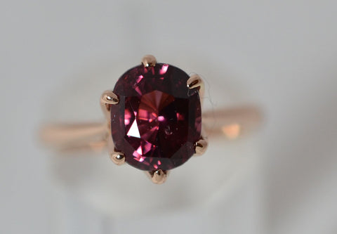 001 2.56 Ct Rhodolite Garnet 18k pink gold ring