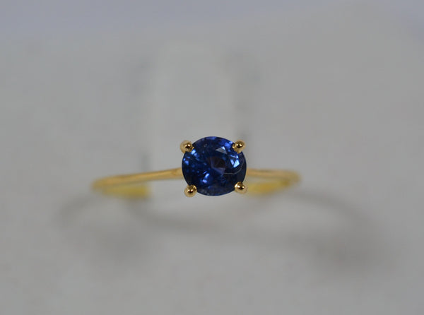012 Natural Blue Sapphire and  18k gold ring