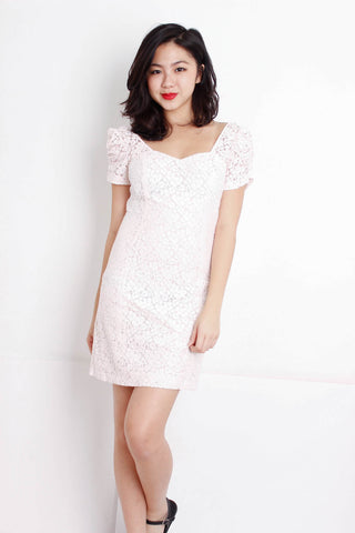 [GUESS] Lace Puffed Sleeve Shift Dress in Pink
