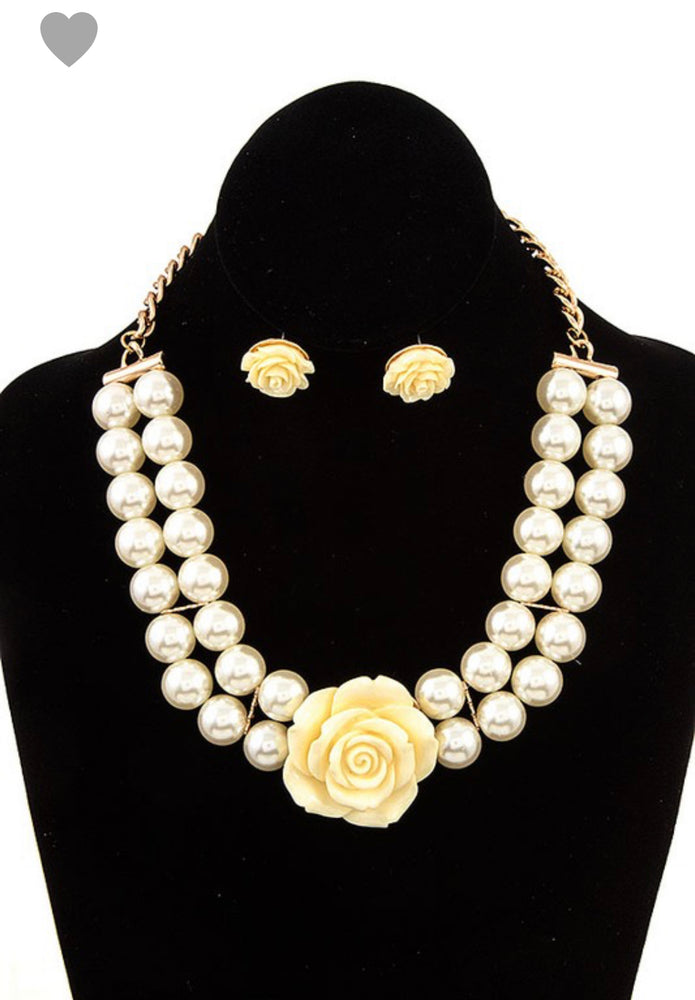 DOUBLE PEARL FLORAL ACCENT NECKLACE