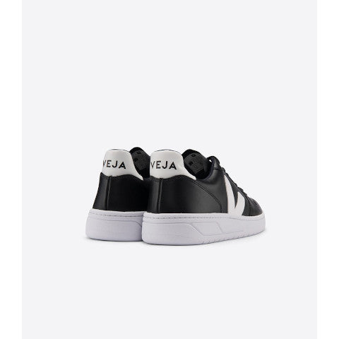 Veja V-10 Black with White Pumpz