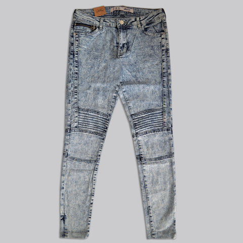 Ladies Denim & Co. Stretchable Slim Fit Jeans in Ash Blue