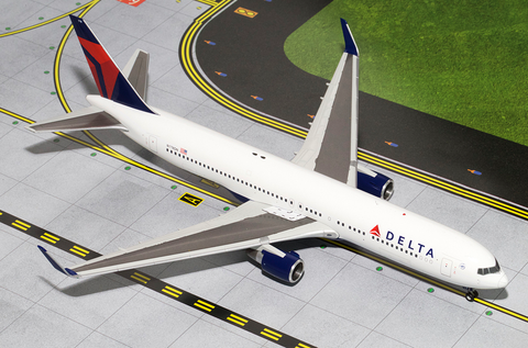 1/200 Gemini Jets Delta Airlines Boeing 777-200ER Diecast Model Airplanes - RW Hobbies