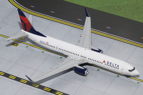 1/200 GeminiJets Delta Airlines Boeing 737-900w Diecast Model - RW Hobbies