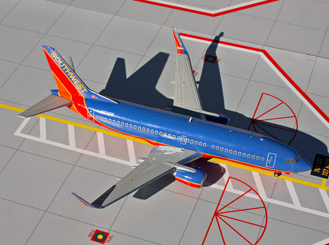 1/200 GeminiJets Southwest Boeing 737-300w Diecast Model - RW Hobbies