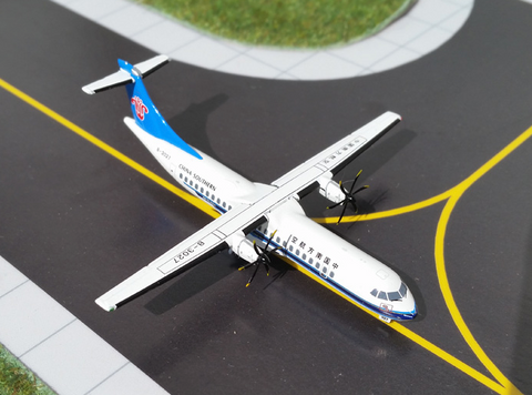 1/400 GeminiJets China Southern Airlines ATR-72 Diecast Model - RW Hobbies