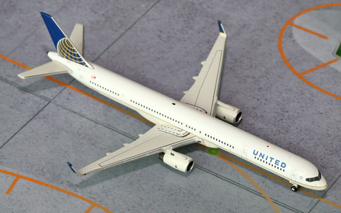 1/400 GeminiJets United Airlines Boeing 757-300w Diecast Model - RW Hobbies