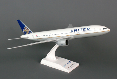 Skymarks United Airlines Boeing 777-200 1/200 Plastic Model - RW Hobbies