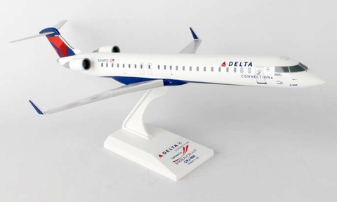 Skymarks Delta Connection Endeavor Air Bombardier CRJ-900 1/100 Plastic Model - RW Hobbies