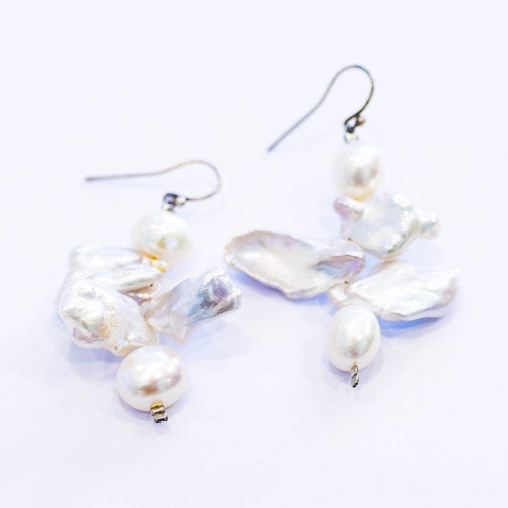 Elfy Abstract Pearl Earrings