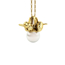1986 Bee 93° Twin Bee Pendant with 10mm White pearl in Yellow Gold