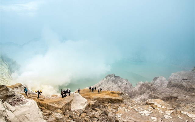 What You Should Know Before Climbing the Ijen Crater