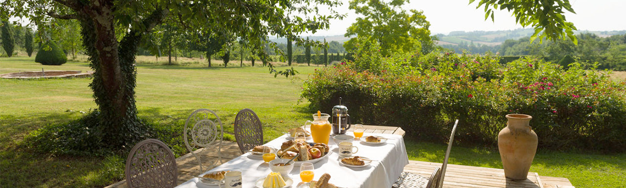 Photo of breakfast served in the grounds of Combis