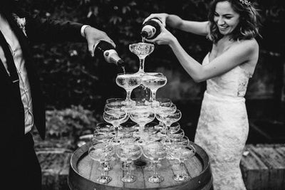 WEDDING TREND - CHAMPAGNE TOWERS