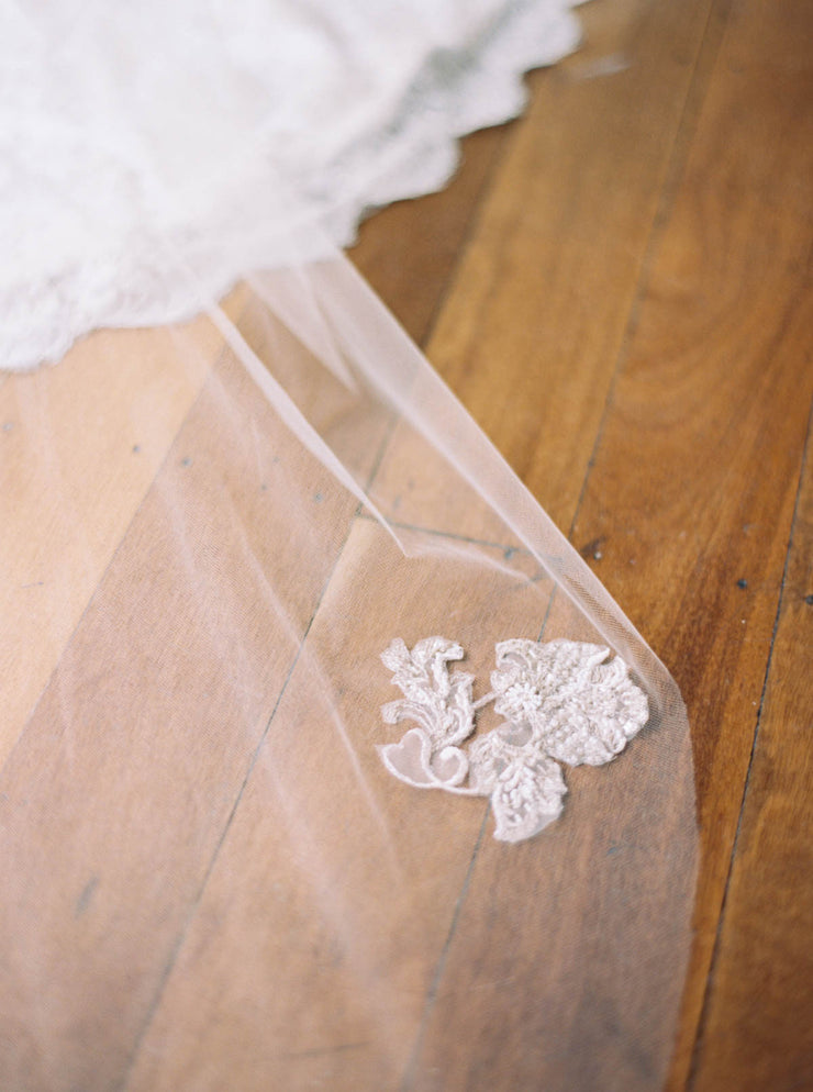 Beautifully finished antique lace veil in nude.