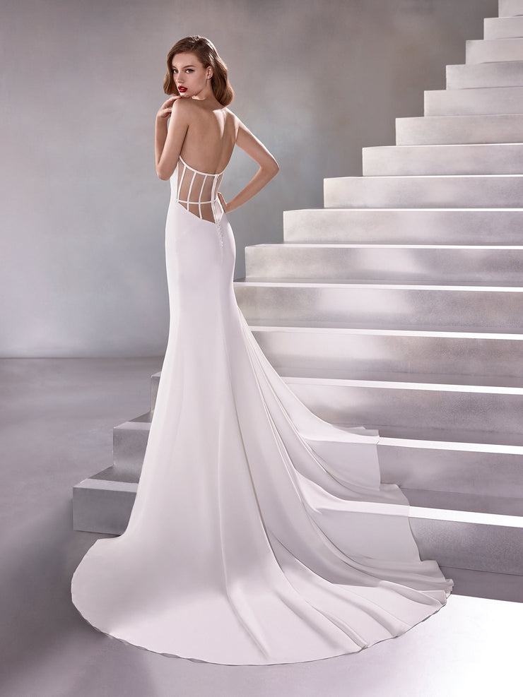 A mermaid wedding dress with a sweetheart neckline.