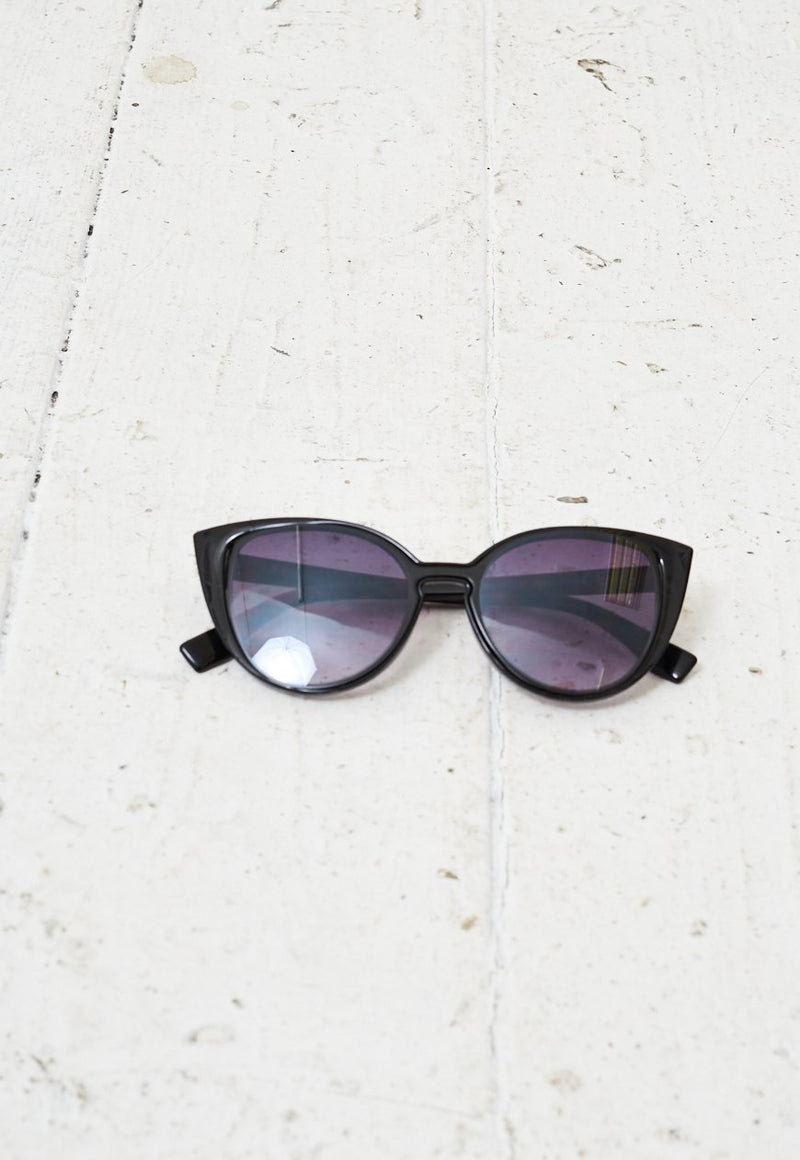 Cat-Eye Black Sunglasses - love frontrow