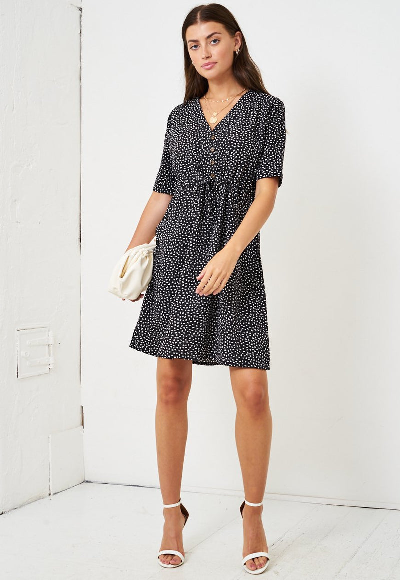 Ditsy Print Short Sleeve Mini Smock Dress in Black - love frontrow