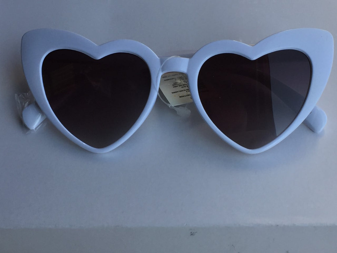 White Heart Vintage Sunglasses - Pretty Kitty Fashion