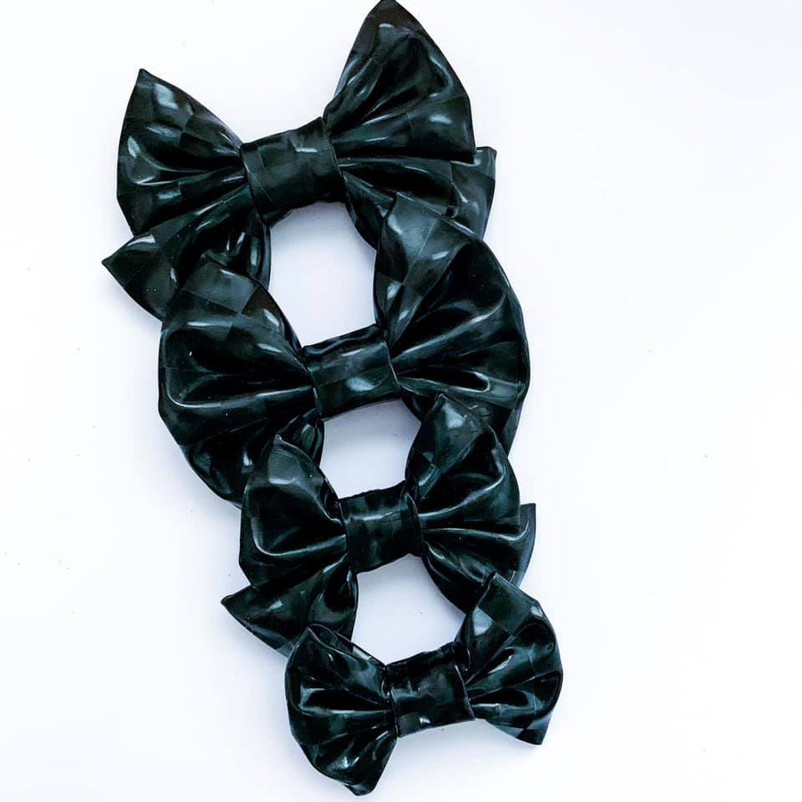 Black Mirror Vinyl Bow