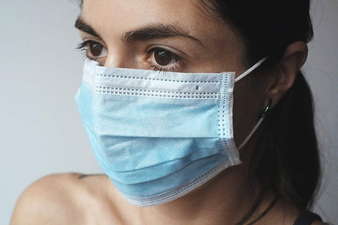 Person wearing a face mask