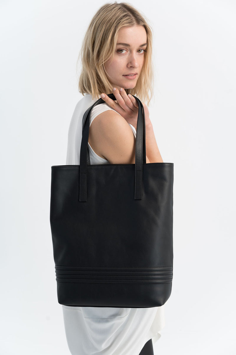 Marcellamoda-Black-Italian-Leather-Bag-Shoulder-Close-Up
