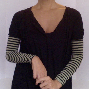 Wide striped KISO sleeve, black tee, casual layered look