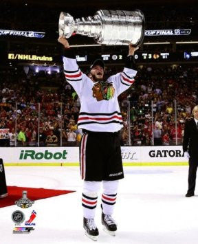 Jonathan Toews Chicago Blackhawks 2013 Stanley Cup Trophy Photo 16x20 - Dino's Sports Fan Shop
