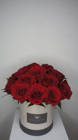 Red Roses in Round Box