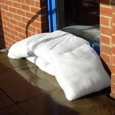 FloodSax sacks flood protection instant water filled sandless sandbag alternative flood barrier wall