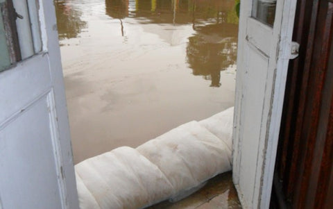 Flood Sacks Bags FloodSax sandless sandbag alternatives stops flood defense