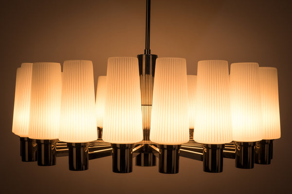 Captivating 1960's Italian Mid-Century Modernist Chandelier By Sciolari
