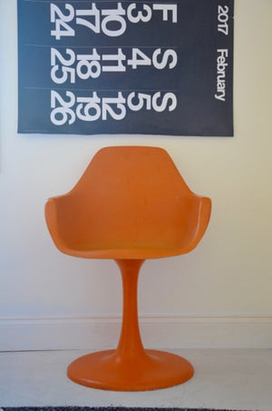 Vintage ORANGE Designer KNOLL EERO SAARINEN STYLE fibreglass tulip chair